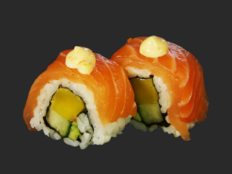 Salmon & mango roll 2pcs
